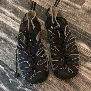 Keen sandal shoe size 9